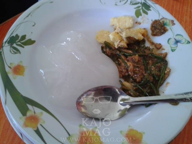 'Linut' with fried egg and fern