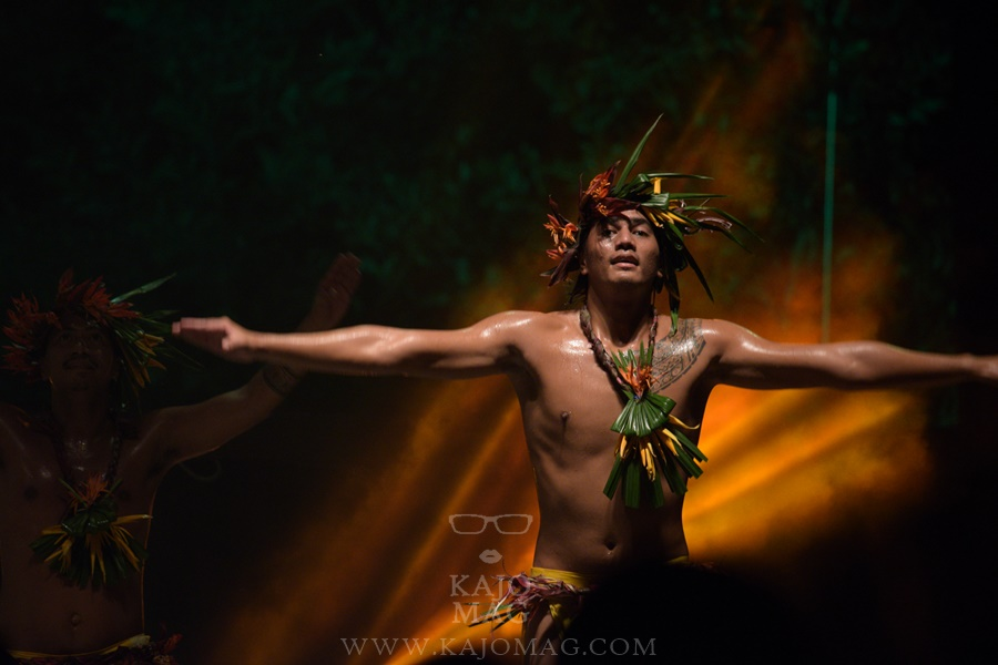 A dancer in O Tahiti E.