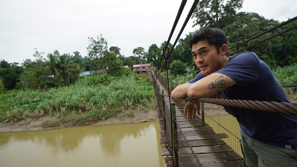 Catch Henry Golding on Discovery Channel tonight in 'Surviving Borneo'.