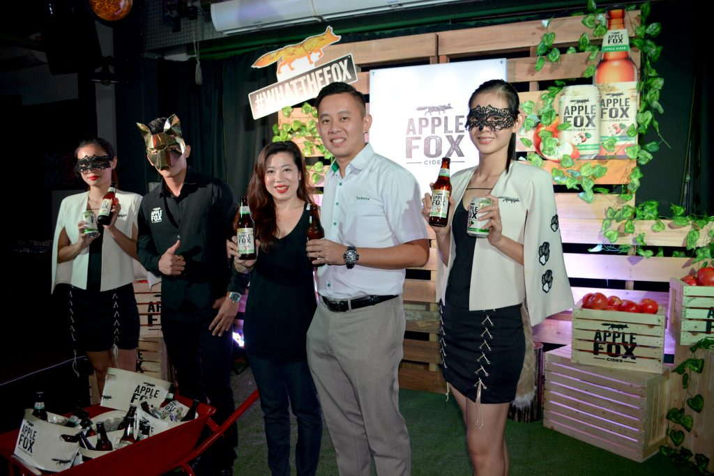 The launch of Apple Fox Cider in Kuching by Loh Ee Lin (罗依玲), Marketing Manager of Heineken Malaysia Berhad and Billy Low Kuek Yaw (罗国耀), Channel Execution Manager