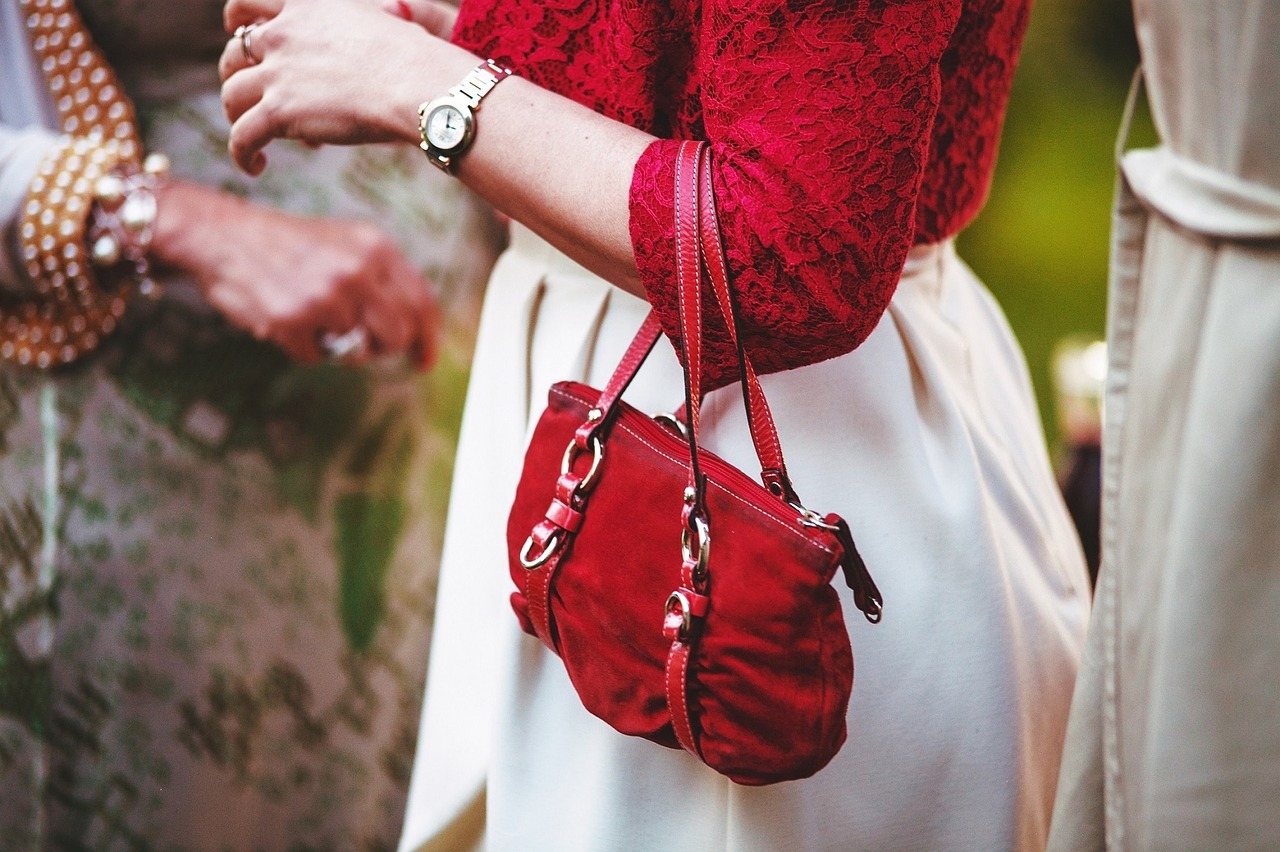 Choose the perfect handbags for your needs. Credit: Pixabay.